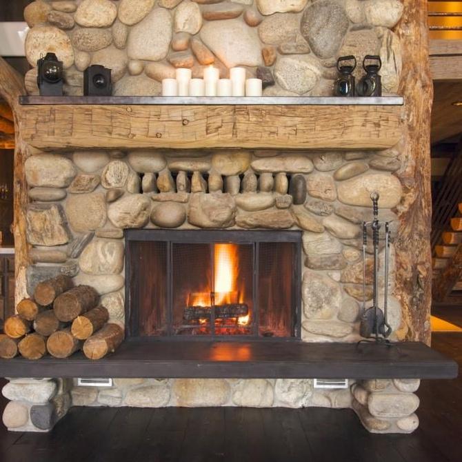 Cuatro complementos prácticos para tu chimenea