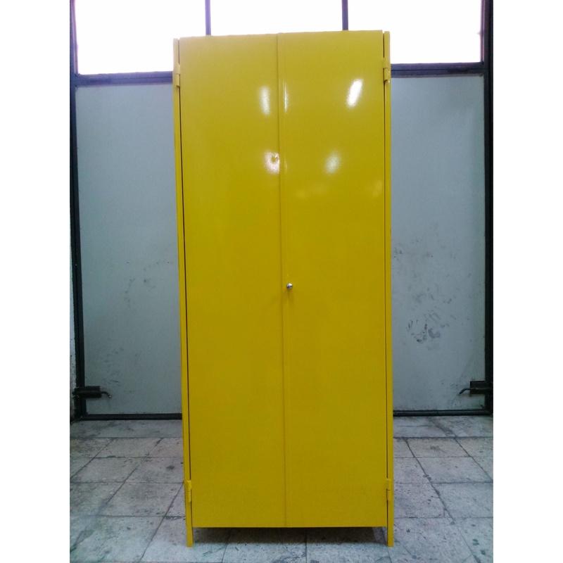 Armarios metálicos lacados: Servicios y Productos de Cerrajería Avelino Izquierdo, S.L.