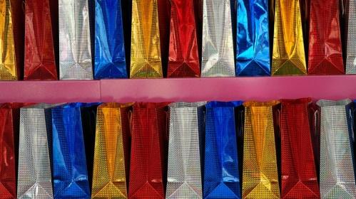 Fabricación de bolsas de papel y plástico