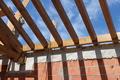 Artesano de la madera para cubierta