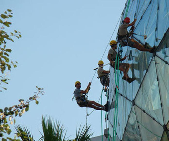 Seguridad en altura: mantenimiento de superficies acristaladas