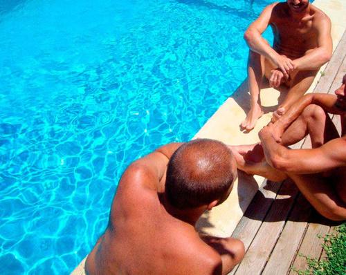 En nuestra piscina el bañador es opcional
