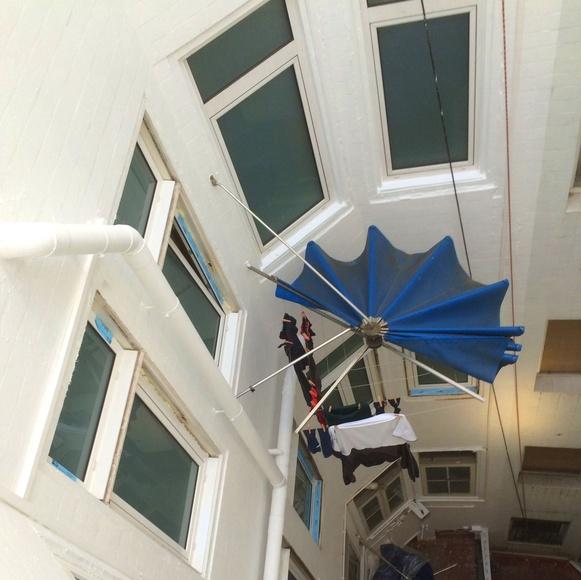 Rehabilitación integral de patio interior en Santander.