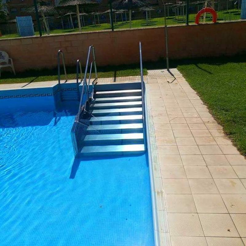 Escalera con barandilla de piscina de acero inoxidable