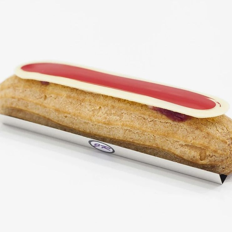 Éclair of yogurt and red fruits