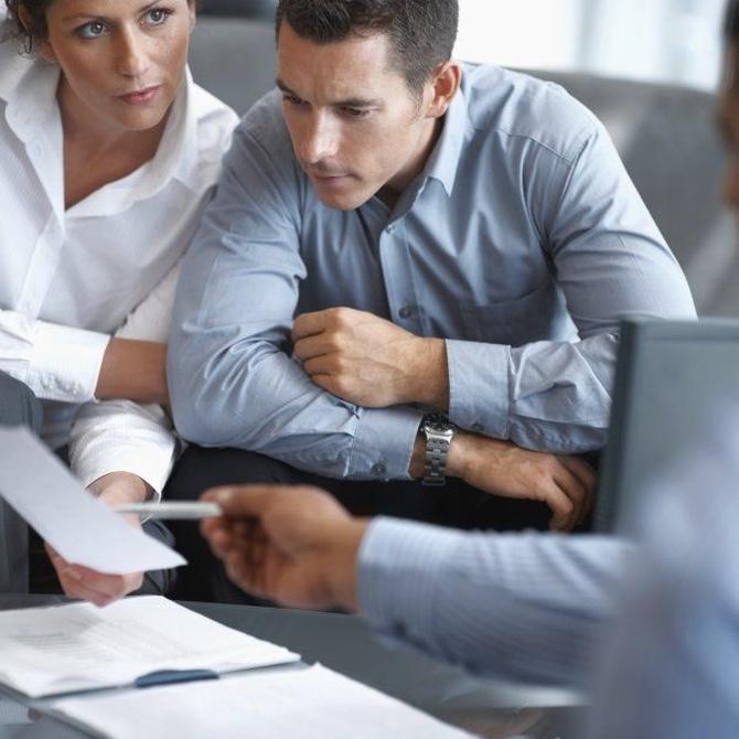Cómo puede ayudarte una gestoría laboral