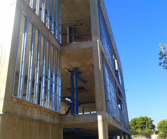 Vivienda unifamiliar aislada. Cerramientos exteriores de obra seca y fachada ventilada fenólica