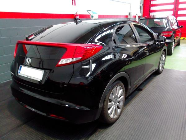 Tintado de Honda Civic de doble luneta. Negro intermedio