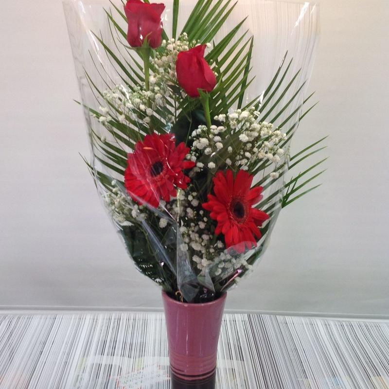 Ramo de 2 rosas: Servicios de Floristería Contreras