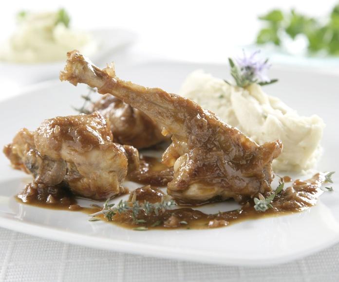 Conejo en Salsa vino blanco: CARTA EL SEVILLANO de Restaurante Sevillano