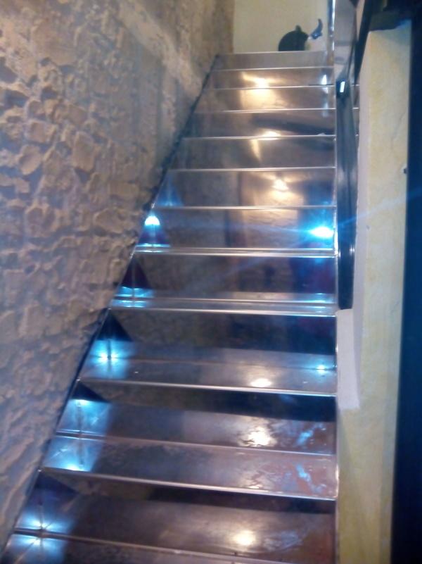 Escalera de escalón continuado en inox calidad AISI 304L