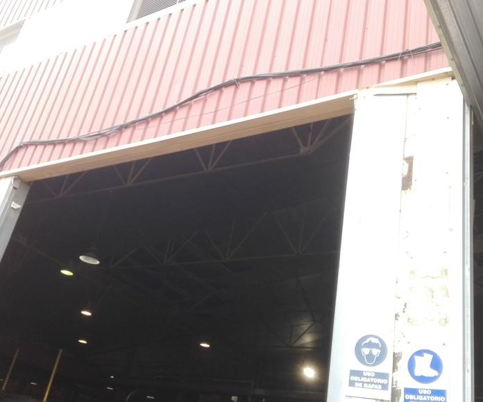 montaje de puerta basculante preleva golpeadas
