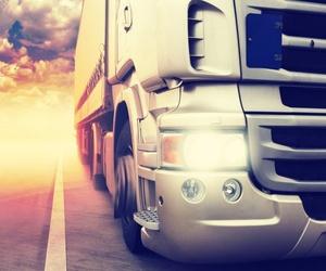 Los diferentes vehículos de transporte de maquinaria