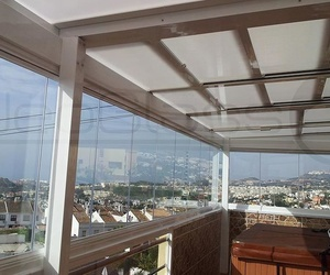 Glass curtain walls and roof panels in Málaga.
