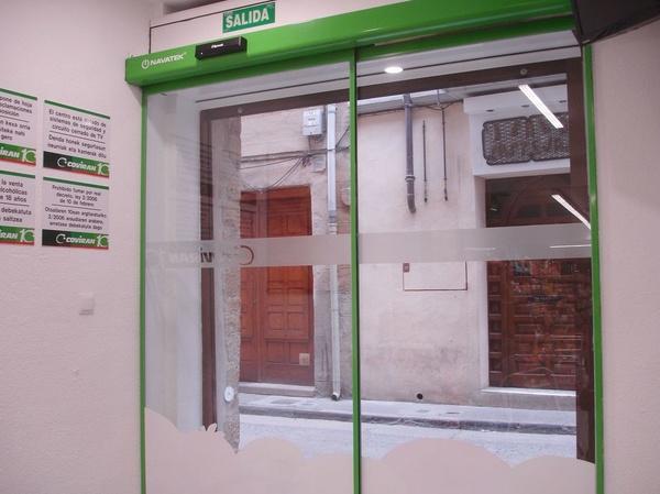 Instalacion puerta automatica corredera de cristal
