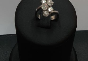 Anillo en oro blanco y diamantes
