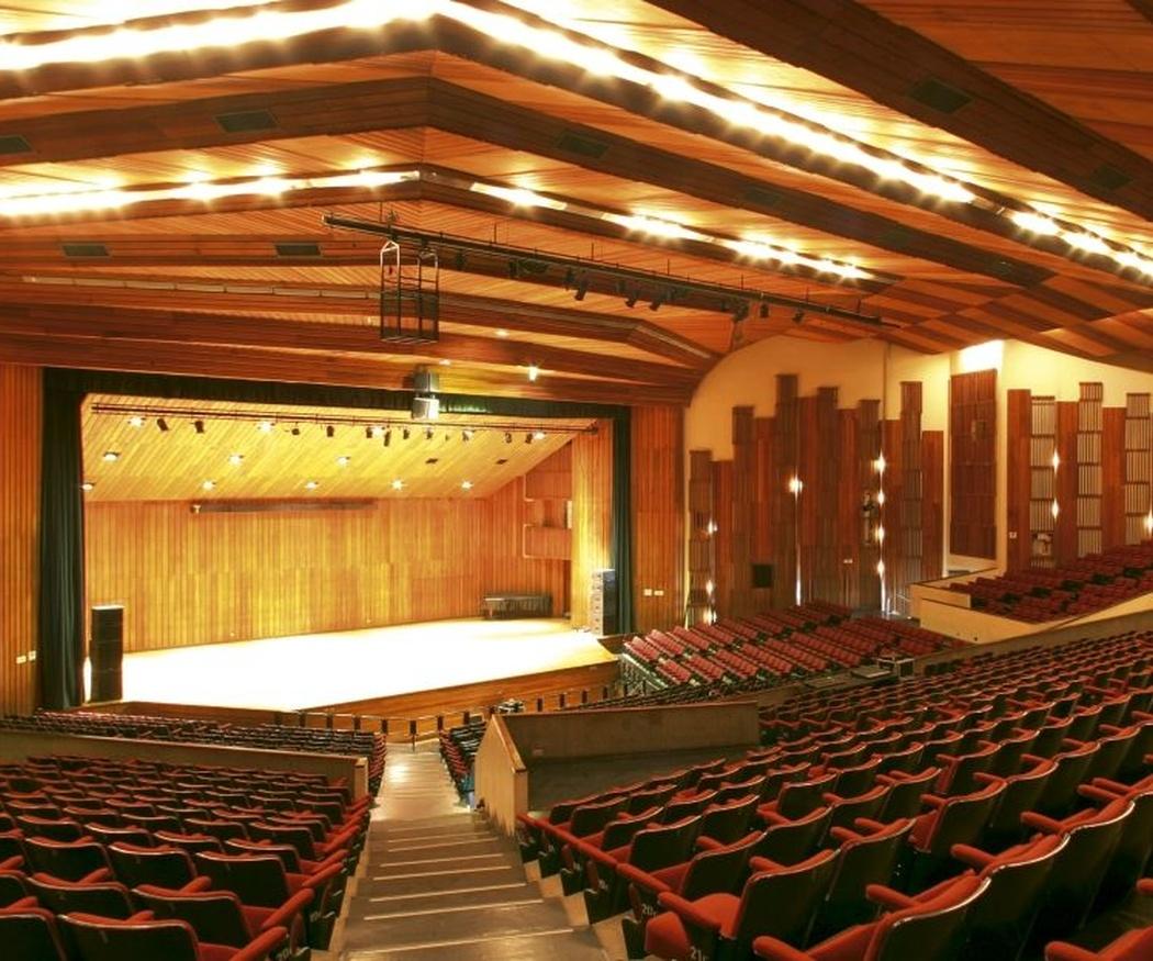 ¿Sabes por qué los auditorios suelen ser de madera?