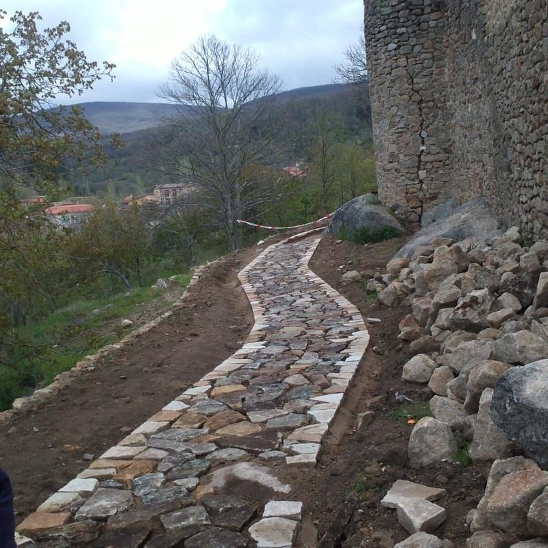 Especialistas en construir caminos de piedra