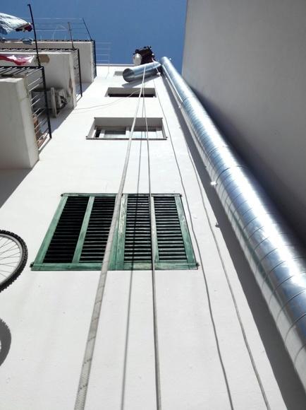 Instalación de tubo helicoidal de 350 mm para extraccion de humo en restaurante situado en AV:España.