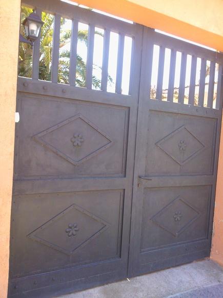 Forja Pérez. Puerta de forja reforzada.