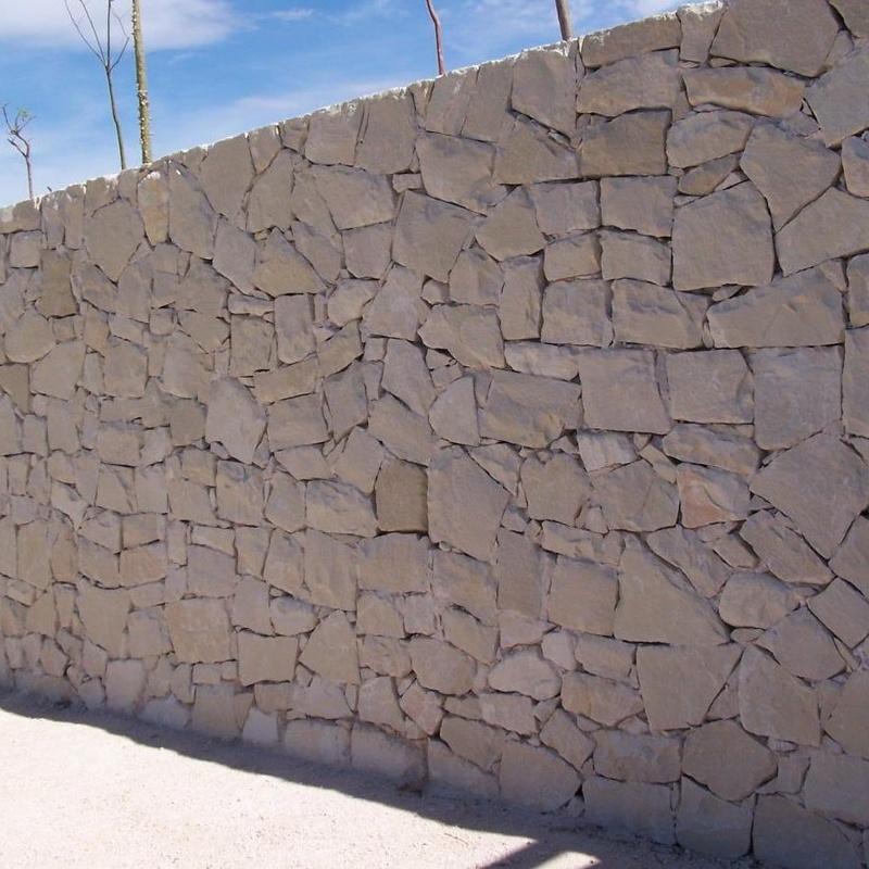 Fachada en piedra blanca de Novelda (Almorqui)