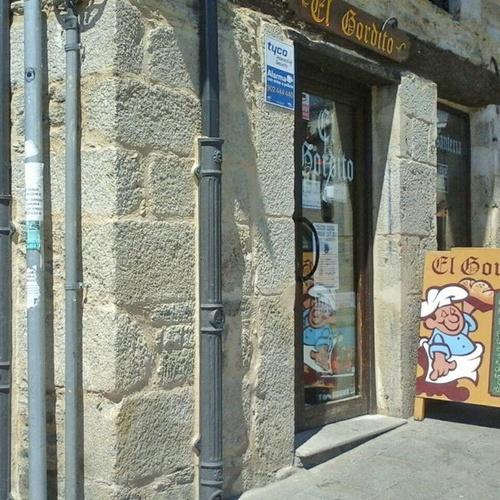 Fachada de la pastelería en Puebla de Sanabria