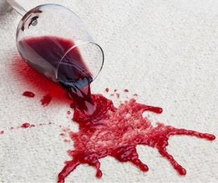 Las manchas que resultan más complicadas de limpiar en una tapicería