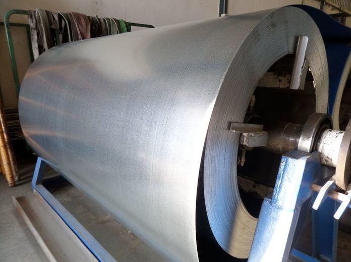 Fabricación y montaje de conductos metálicos para ventilación de chimeneas, salidas de humo, ventilación industrial, con servicio en toda España.