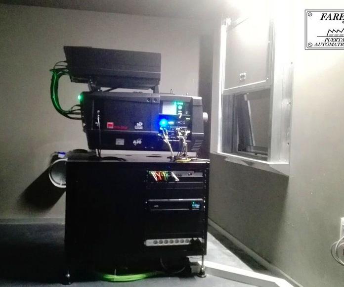 Guillotina cortafuegos contra incendios sala proyector de cines