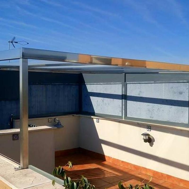 Montera de acero inoxidable diseñada y fabricada a medida para vivienda particular.