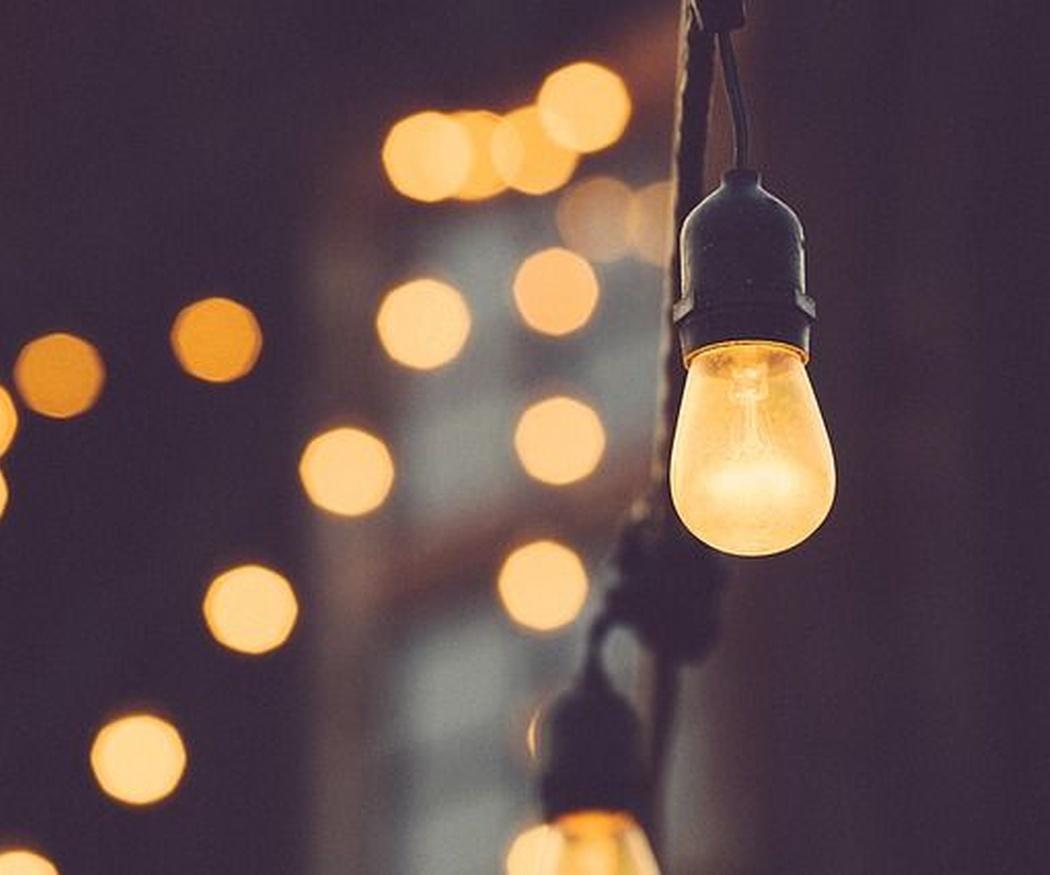 Iluminación para eventos en las noches de verano