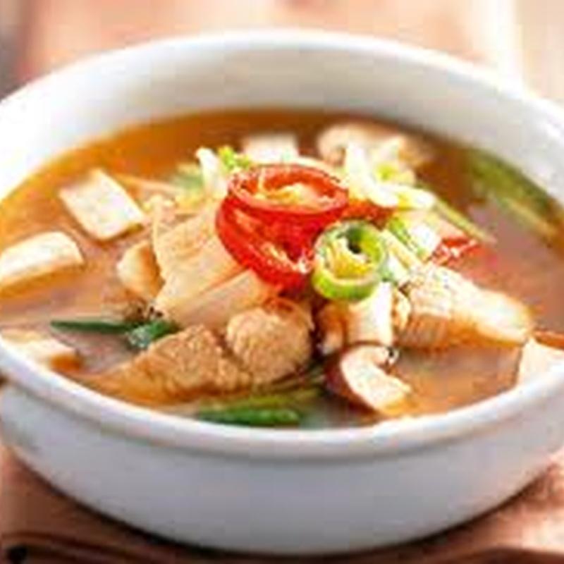 Sopa de pollo con champiñón: Carta de El Jardín de Oriente