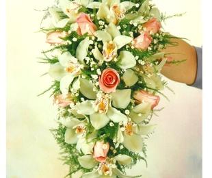 ramo novia cascada con orquideas