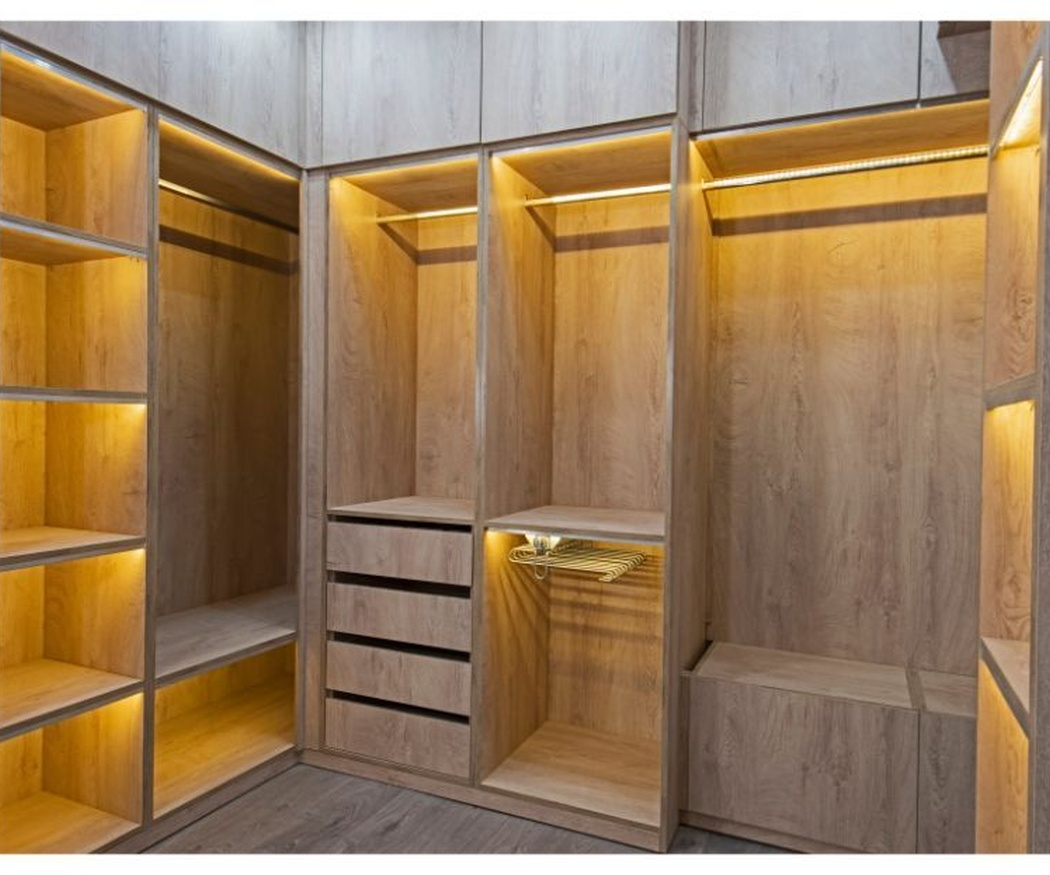Tres razones por las que instalar armarios empotrados en tu vivienda