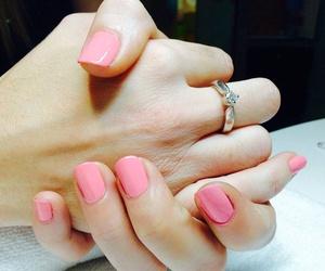 Luce unas manos bonitas
