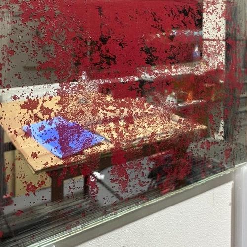 Espejo envejecido base de color rojo. Cristalería Formas