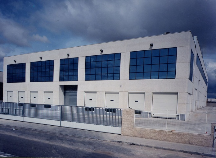 Nave industrial en alquiler en Leganés: Servicios de Inmofer, S.L.