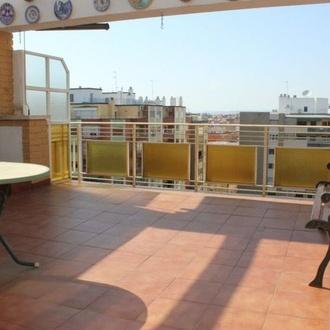 Atico en Plaza Roma, 2 dormitorios, gran terraza y con garaje incluido
