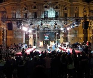 Montaje Pasarela con motivo del 50 Aniversario de los Comercios Casco Viejo (Bilbao)