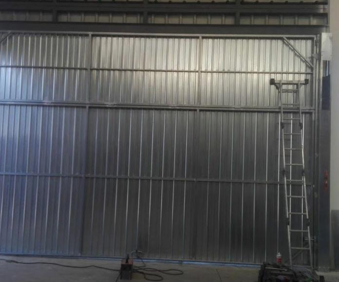 Puertas metálicas industriales basculantes prelevas guillotinas correderas: Puertas automáticas  de Farem Puertas Automáticas