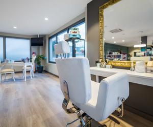 Peluquería especializada en manicura, recogidos, extensiones,