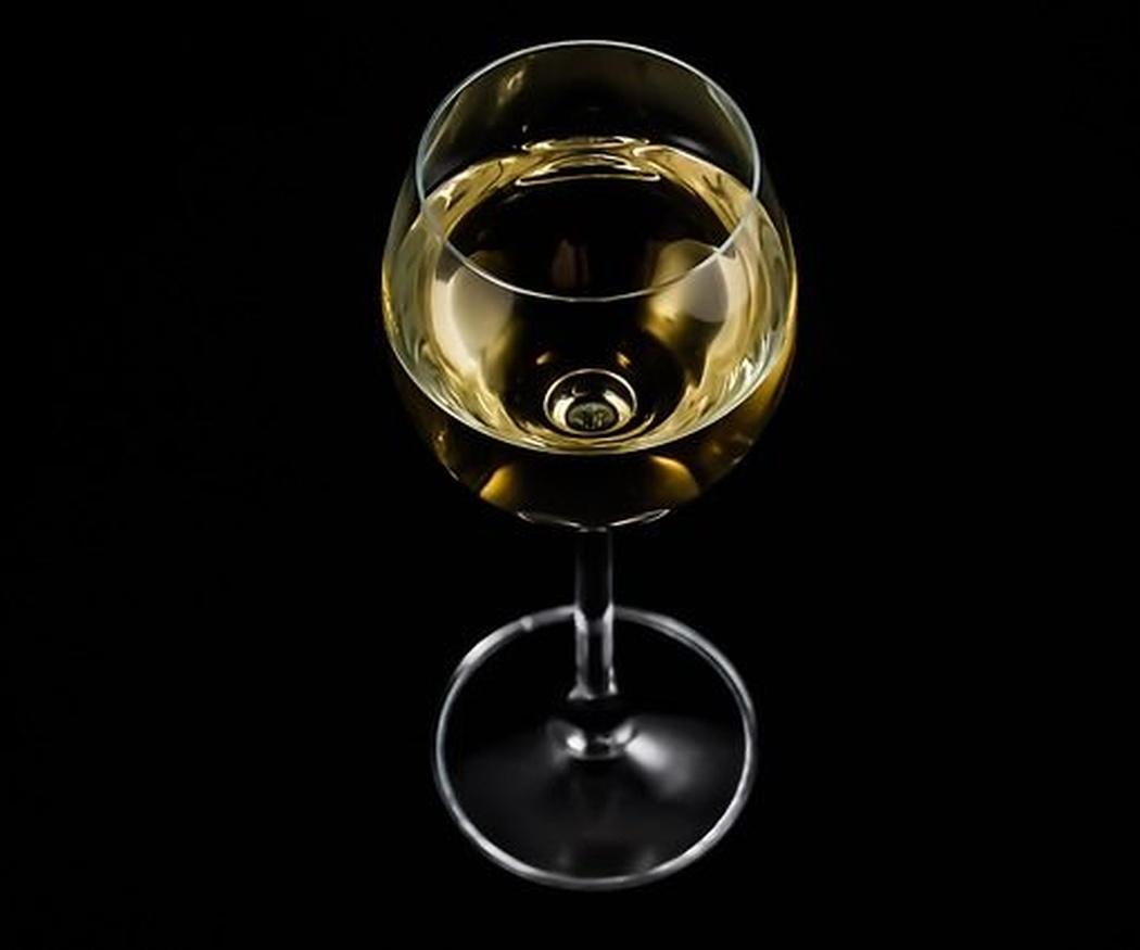 ¿Sabías que el vino blanco tiene tantas propiedades para la salud como el tinto?