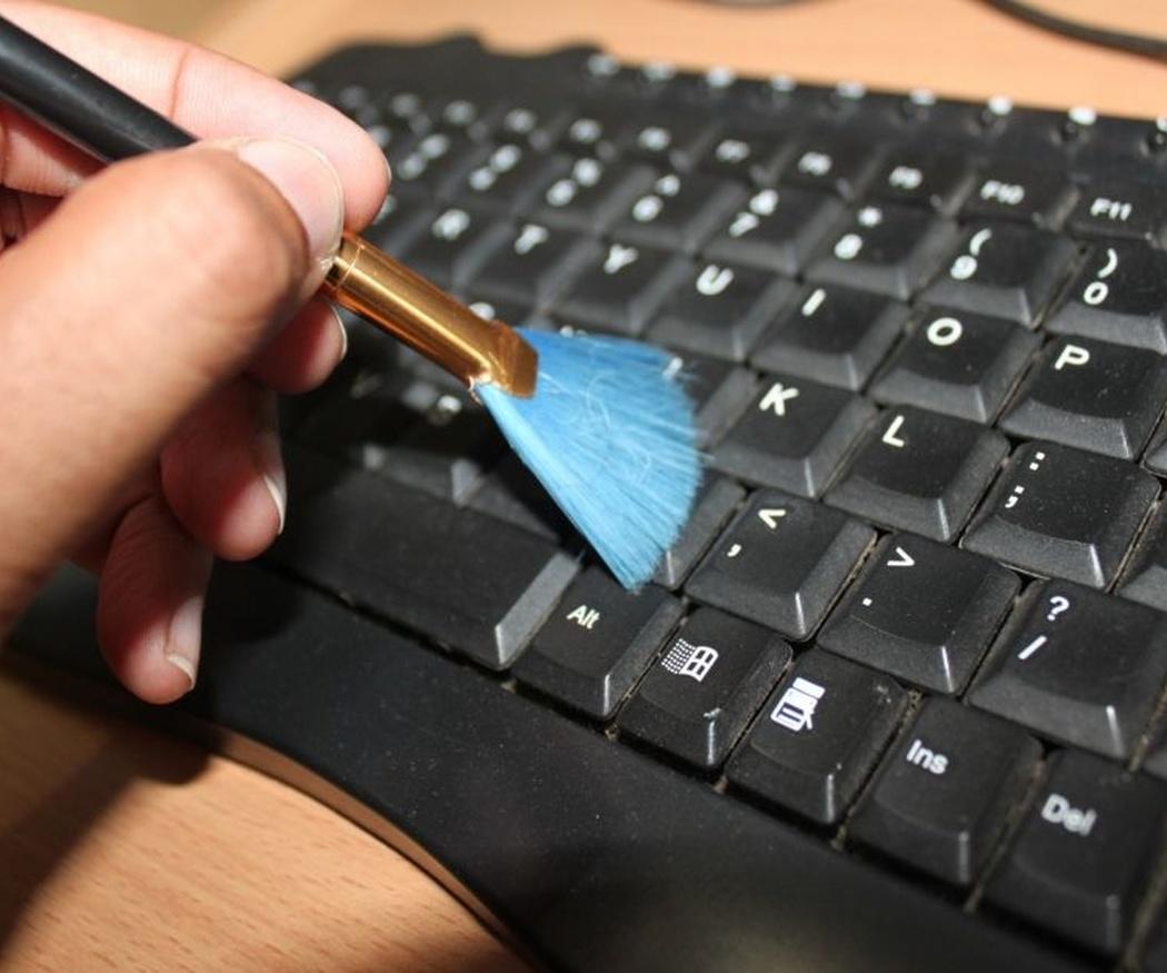 La limpieza de los aparatos electrónicos de tu oficina