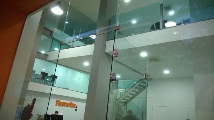 Cristales templados metidos en U de acero: Catálogo de LMC Glass