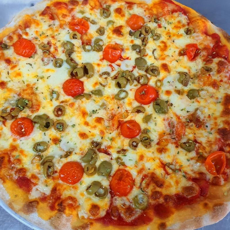 CUALQUIERA DE TU PIZZA FAVORITA. MEDIANA 33C 8.€ Y  FAMILIAR 40C 13.€ : Nuestras Pizzas de Pizzería Las Tres B