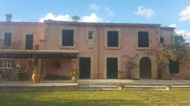Pintado de persianas mallorquinas en casa de Pollensa (Mallorca)