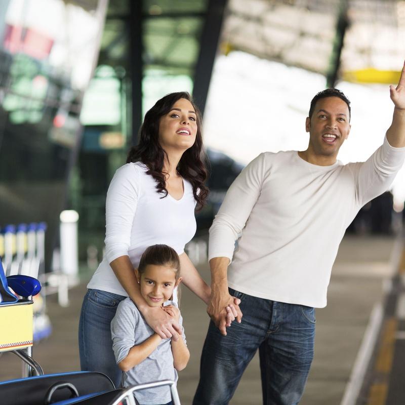Servicio en estación de tren y bus : Servicios de Taxi Lucena // Tel. 617 55 07 13