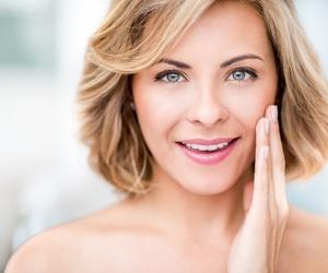 Marcas de acné, piel grasa / apagada