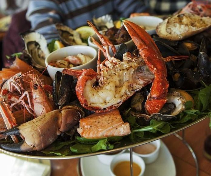 Mariscos: Servicios y especialidades de Restaurante Marisquería Al Espeto