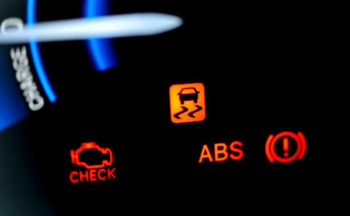 Reparación de averías eléctricas y electrónicas.: Servicios de Talleres Montecarlo